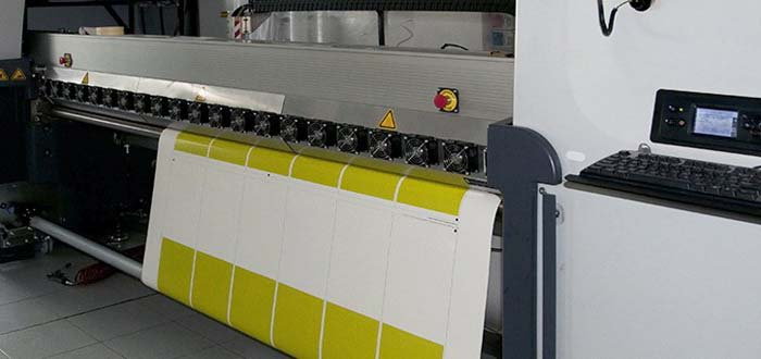 printing a upvc banner in white and yellow